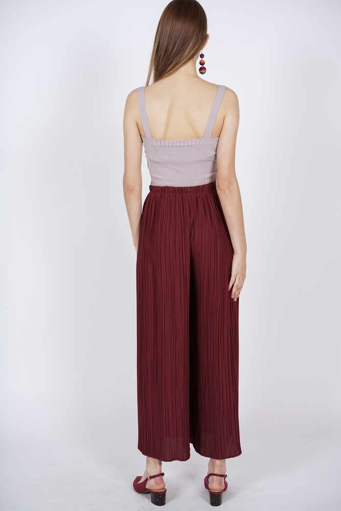 Wide-Leg Pleated Pants in Wine