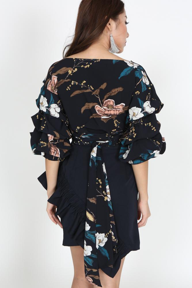 Puffed Sleeves Top in Navy Floral