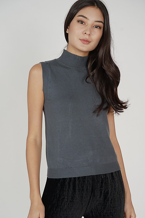 Urieo Top in Dark Grey - Online Exclusive